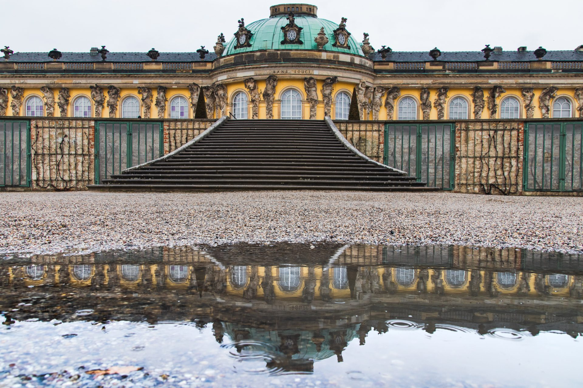 Potsdam-Schloss-Sanssouci-bei-Regen