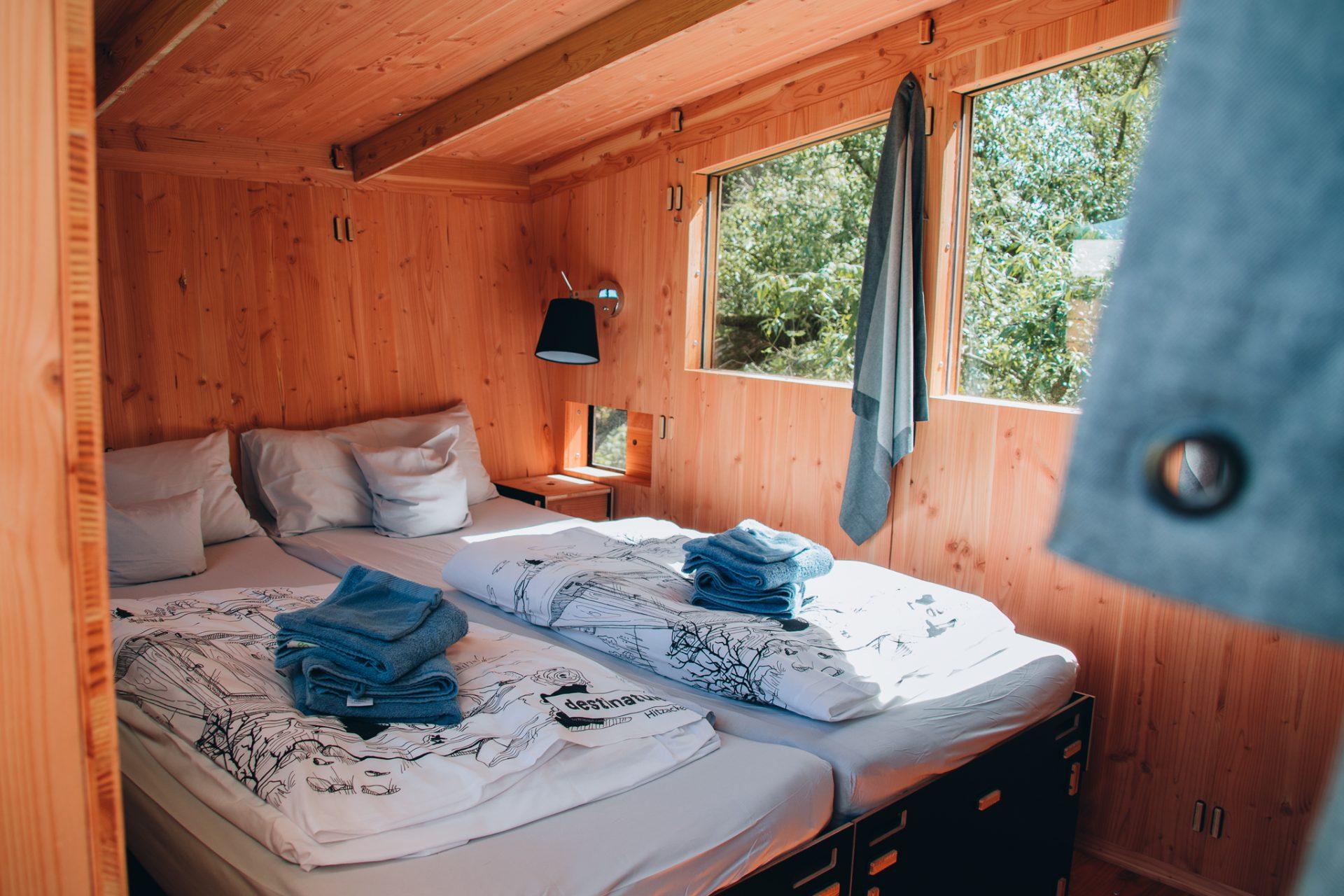 destinature-dorf-tiny-house-urlaub-hütte-plus-