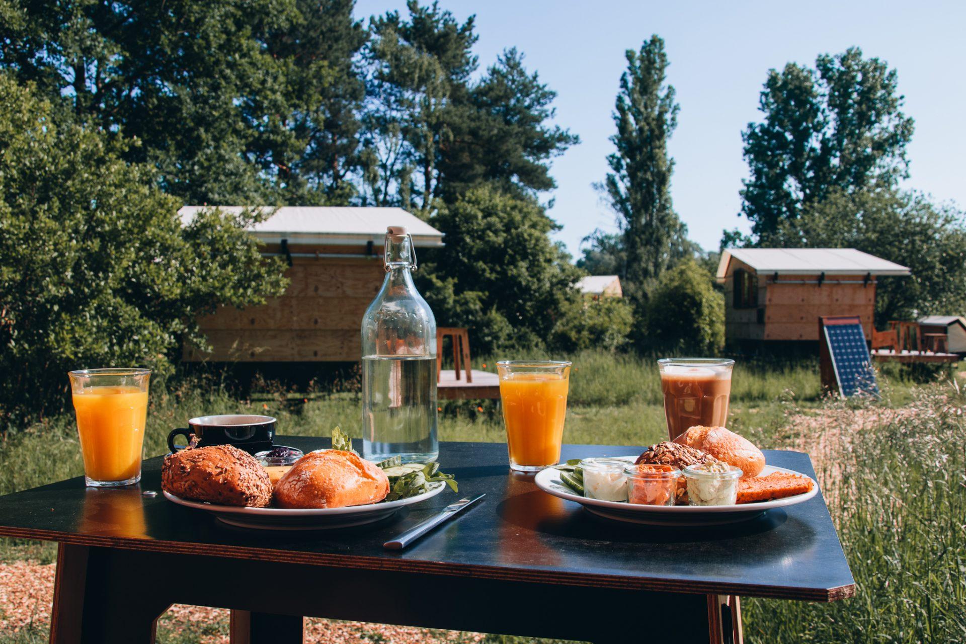 destinature-dorf-tiny-house-urlaub-restaurant
