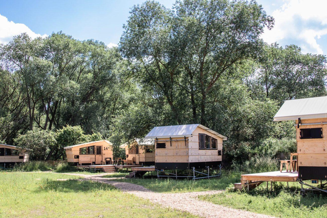 werkhaus-destinature-dorf-hütten-riny-house