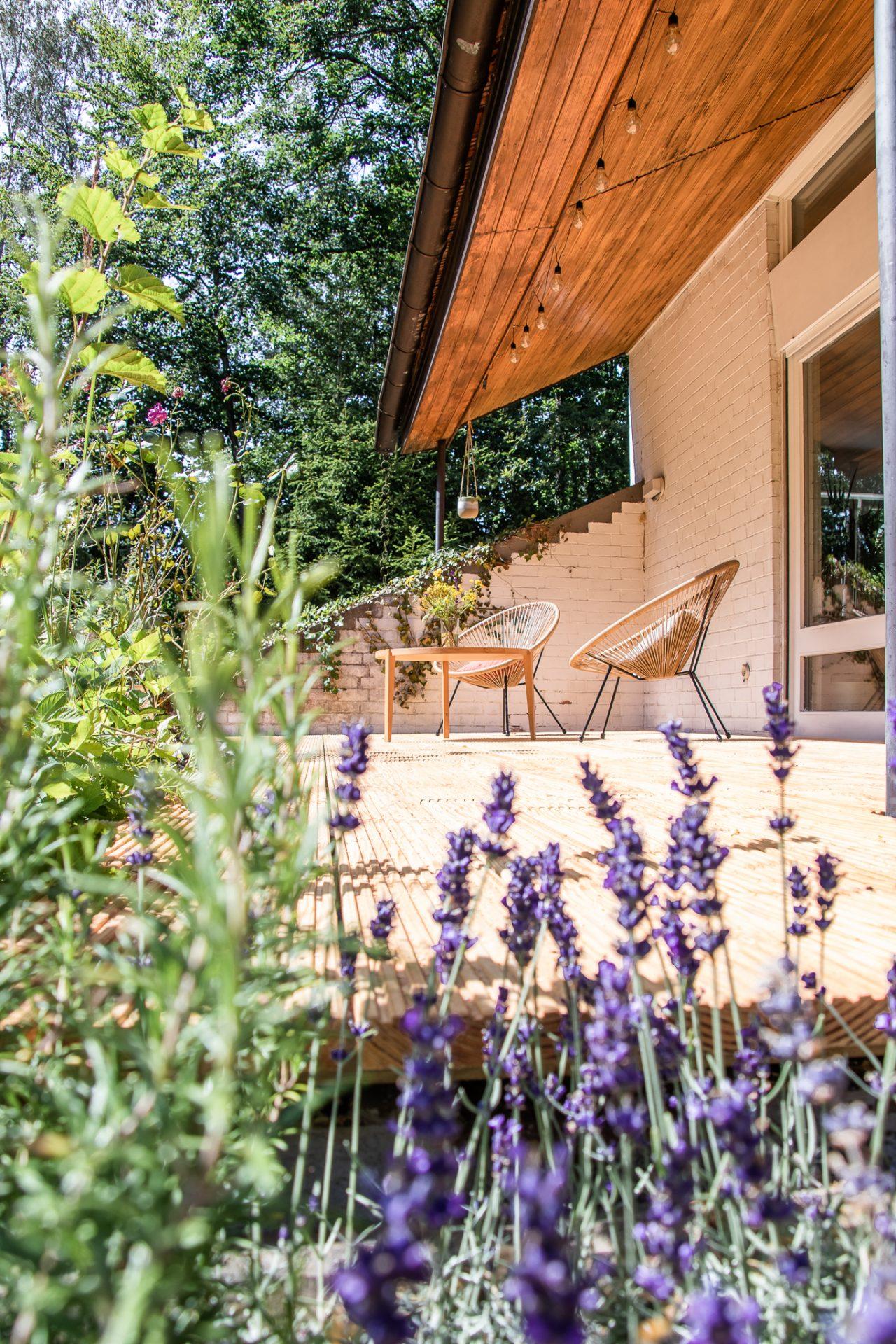 Haus-am-see-terrasse.lavendel
