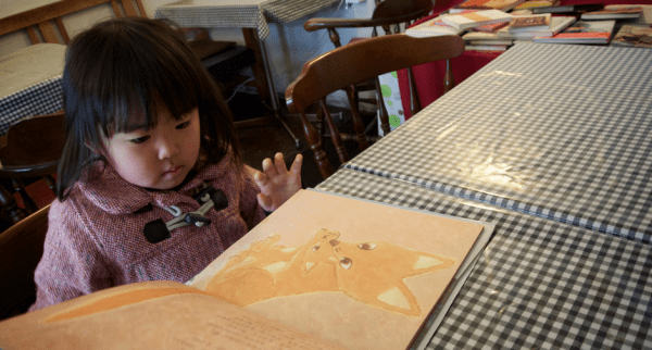 SAKURAKO_reads_a_picture_book____Flickr_-_Photo_Sharing_