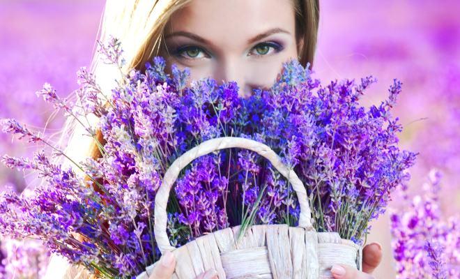 """A fi femeie înseamnă a dărui dragoste! Eseu din concursul """"Femeia-izvor viu de virtute"""""""