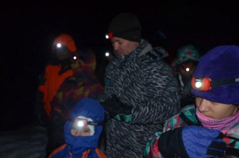 Lanternas ligadas para o início da caminhada
