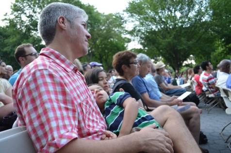 Cochilo ao som de música clássica no Central Park