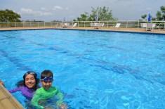 Na piscina