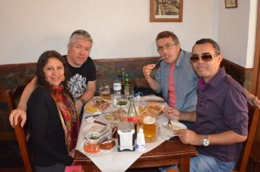 Comida espanhola com amigos