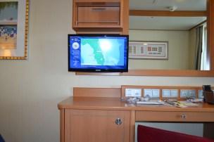 Armários, Tv e frigobar embutido