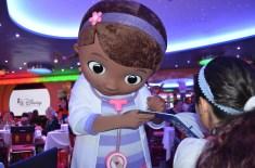 Café com personagens do Disney Junior