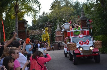 Parada com os personagens Disney