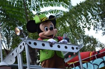 Parada com os personagens Disney