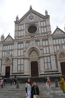 A igreja da Santa Croce, onde artistas como Michelangelo estão sepultados