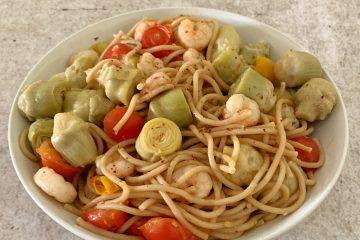 Espaguetis con alcachofas y gambas
