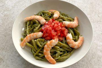 Judías verdes con tomate y langostinos