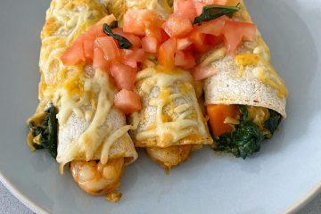 Enchiladas de verduras y gambas