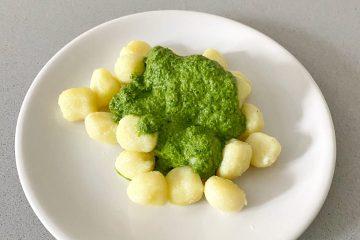 Gnocchis con pesto de espinacas