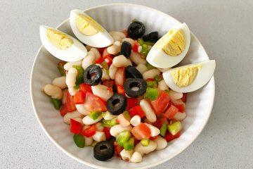 Ensalada de alubias y huevo