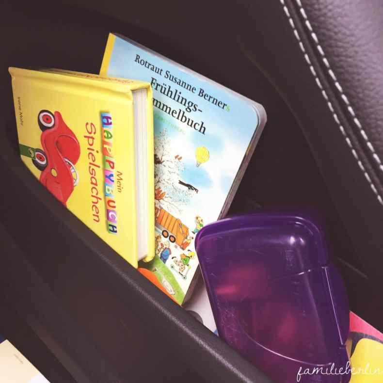 Buch, Spielzeug, Auto