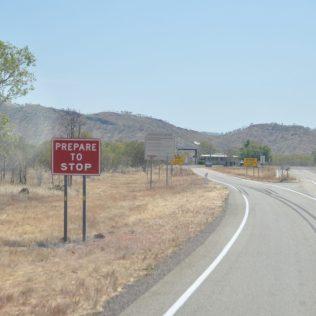(C) Jule Reiselust: Quarantänestatiin an der Grenze vom Northern Territory nach Western Australia