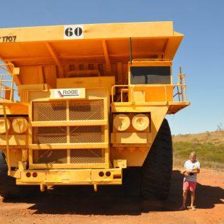 (C) Jule Reiselust: Beliebte Ausstellungsstücke, die Trucks aus der Mine in Tom Price.