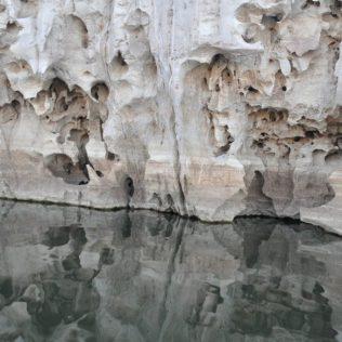 (C) Jule Reiselust: Auswasxhungen im Kalkstein im Geiki Gorge.