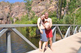 (C) Jule Reiselust: Familie mit Reiselust am Lower Pool der Edith Falls