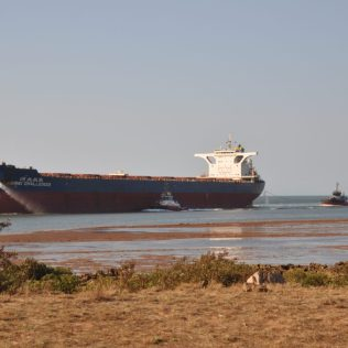 (C) Jule Reiselust: Hafeneinfahrt Port Hedland.