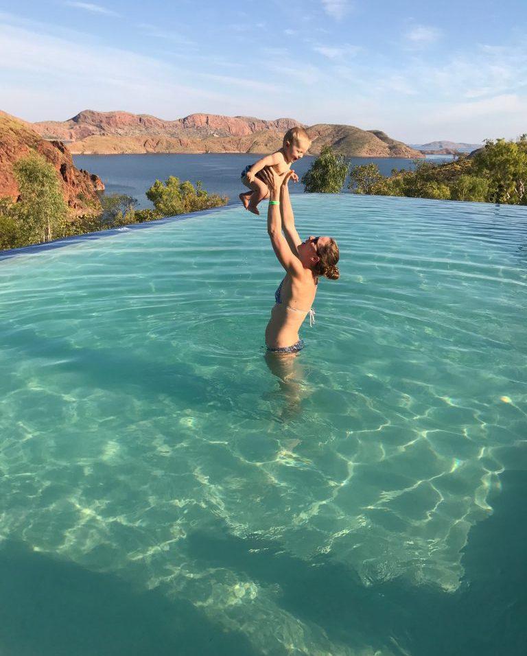 (C) Jule Reiselust: Baden im Infinity Pool oberhalb des Lake Argyle.