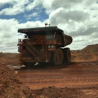 (C) Jule Reiselust: Truck in der Eisenerzmine von Tom Price.