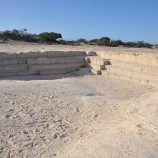 (C) Jule Reiselust: Die fest verbackenen Cockleshells dienten den ersten Siedlern der Shark Bay als Baumaterial.