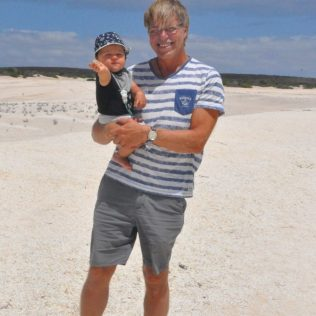 (C) Jule Reiselust: Ulli und Noah am Shell Beach.