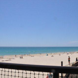 (C) Jule Reiselust: Wir waren lecker schlemmen und den Blick genießen in Clancys Fishbar am City Beach.