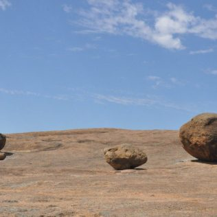 (C) Jule Reiselust: Tafoni (Bröckelfelsen) auf dem Wave Rock.