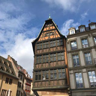 (C) Jule Reiselust: Das Haus Kammerzell mit seiner spätgotischen originalen Holzschnitzfassade.
