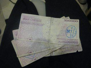 (C) Jule Reiselust: Unglaublich reich! Die Beträge auf den Geldscheinen sind so utopisch hoch, dass man ständig beim Bezahlen durcheinander kommt.