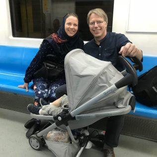 (C) Jule Reiselust: Unsere Familie mit Reiselust ind er Metro Linie 1. So leer war es selten, besonders zur Rush Hour stand man wie die Sardinen in der Dose.