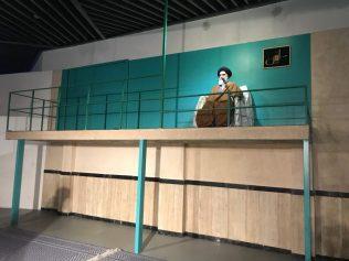 (C) Jule Reiselust: Ayatollah Chomeini (Wachsfigur) spricht zum iranischen Volk.