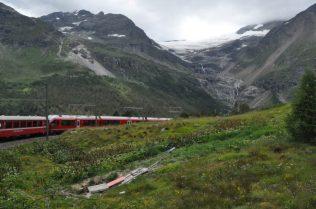 (C) Jule Reiselust: Blick vom Zug aus ins Hochalpin: hier der Moteratschgletscher.