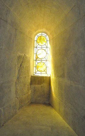 (C) Jule Reiselust: Fenster in der Kirche St. Trophime.