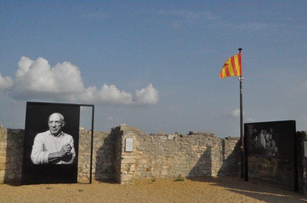 (C) Jule Reiselust: Picassoausstellung in der Burgruine Les Baux