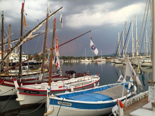(C) Jule Reiselust: Ein Foto wie ein Gemälde: aufziehendes Gewitter über dem Hafen von Sanary-sur-Mer.