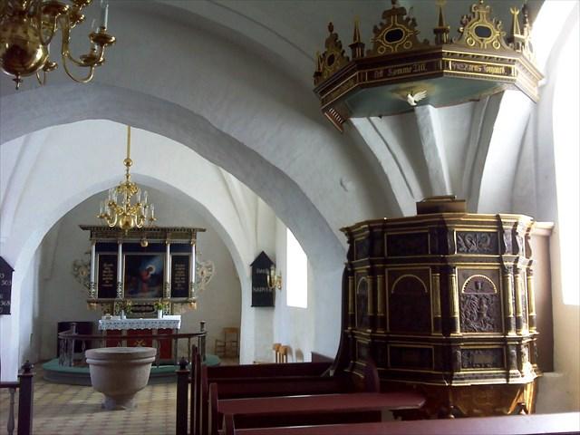 Prædikestolen, som stammer fra 1588.