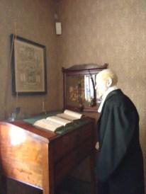 Præsten ved skrivepulten
