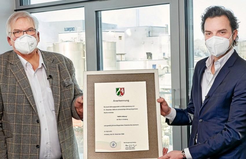 Andreas Krengel (WEPA) mit Regierungspräsident Hans-Josef Vogel