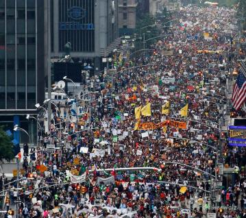 © John Minchillo/AP Images for AVAAZ - World Climate March 2014, New York