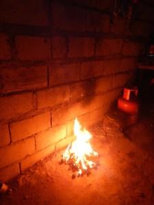 Barbecue im Wohnzimmer oder: Wie lebt es sich auf den Philippinen? - Grillen im Wohnzimmer