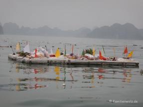letztes Zeichen eines schwimmenden Fischerdorfes, deren Bewohner zwangsumgesiedelt worden sind