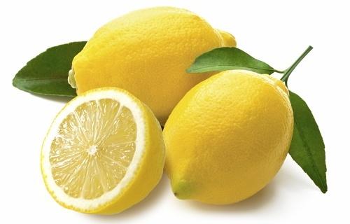 memutihkan kulit wajah dengan lemon