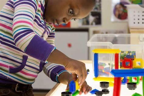Enfant qui apprend à se concentrer
