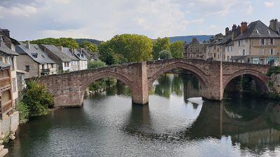 Baume-les-Messieurs, Château-Chalon, Conques-en-Rouergue, Estaing, Saint-Côme-d'Olt